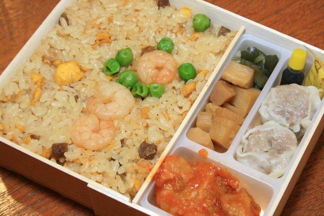 IMG_166横浜チャーハンは、崎陽軒のロングセラー商品。中華の具材とチャーハンのハーモニーを楽しめる8.JPG