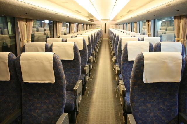 IMG_199JR西日本の特急ダイナスターに用いられる638系電車の普通車(自由席・指定席)車内0.JPG