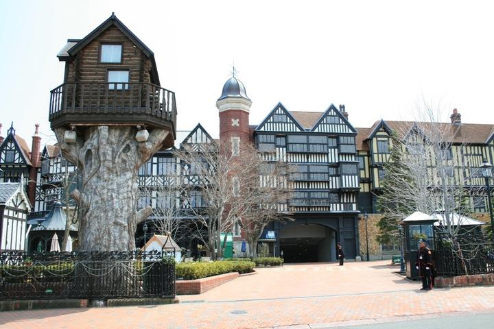 「白い恋人パーク」には、ヨーロッパを思わせる重層な建物がずらり (北海道 札幌市).JPG