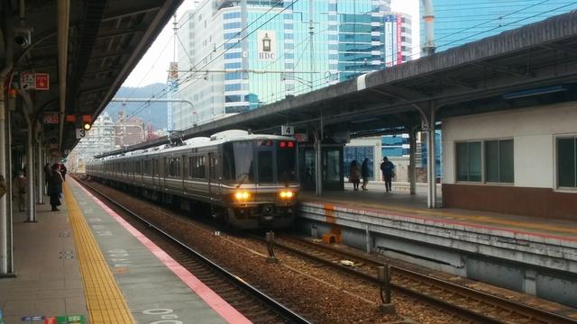 IMG_201502JR神戸駅に停車する新快速列車(網干・姫路〜米原・長浜・敦賀)15_085323.jpg