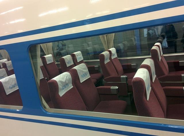 IMG_2016近鉄の団体専用列車「あおぞら�U」(15200系電車)の座席0126_165551.jpg