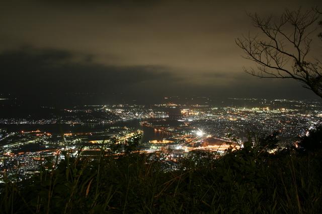 IMG_2058標高622mから見下ろす星屑のようなまちなみが美しい皿倉山の夜景.JPG