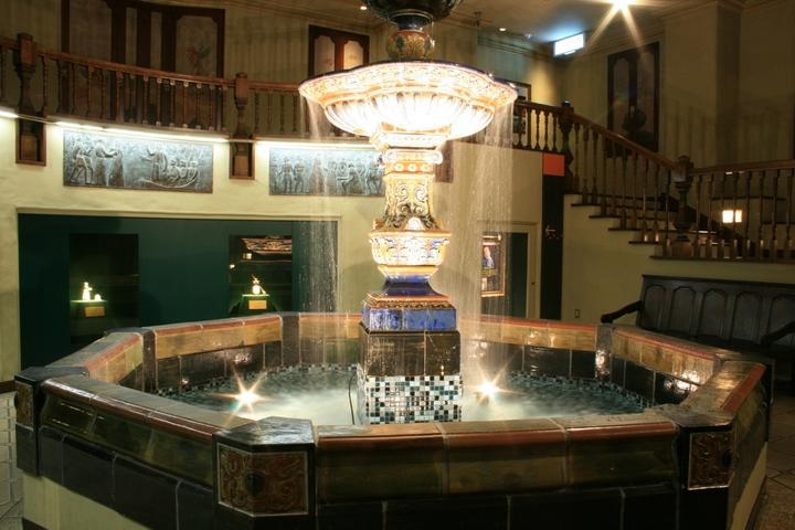 1870年につくられた噴水「オーロラの泉」(白い恋人パーク/北海道 札幌市).JPG