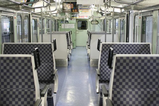 IMG_239しなの鉄道車両(115系)の車内はボックス席6.JPG