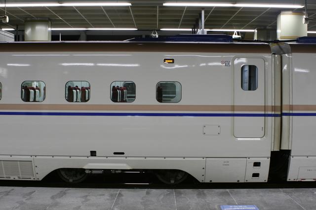 IMG_246東京発着の北陸新幹線「かがやき」、「はくたか」には普通車、グリーン車、グランクラスが連結0.JPG
