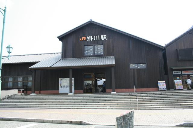 IMG_24杉板をつかった三角屋根が印象的な 掛川駅(北口) 97.JPG