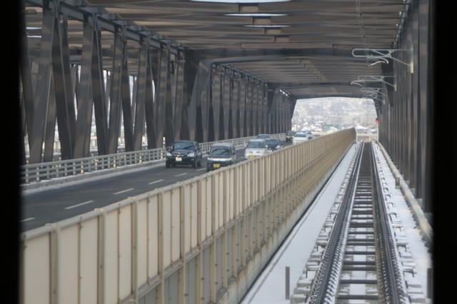 IMG_25車道と並行して走る珍しさでも知られる村山橋35.JPG