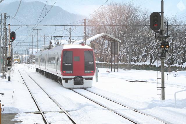 IMG_2「特急スノーモンキー〜のんびり号〜」に使用される2100系電車630.JPG