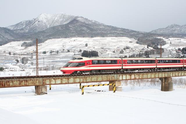 IMG_269長野電鉄の観光案内列車「特急ゆけむり~のんびり号~」に使用される1000系電車2.JPG