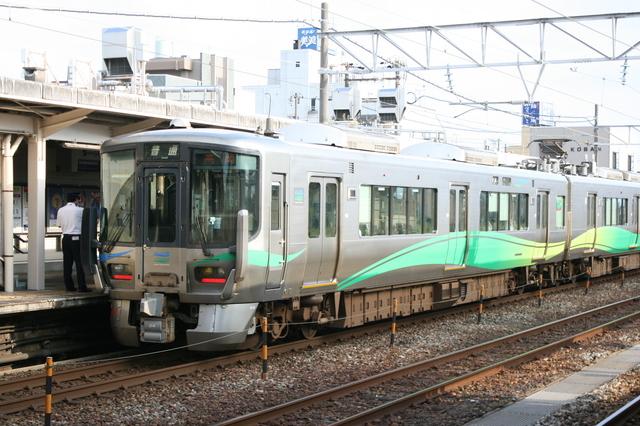 IMG_3014あいの風とやま鉄道の普通列車 .JPG