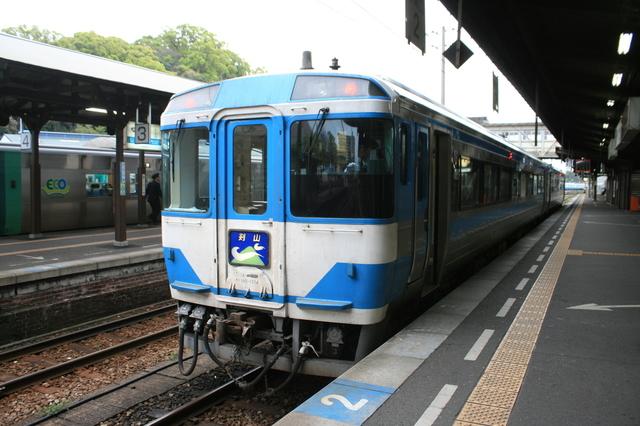 IMG_徳島駅 JR四国の特急列車「剣山号」(185系特急型車両)