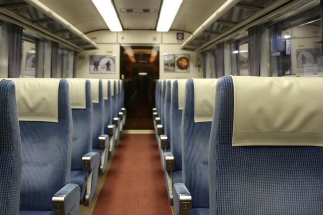 IMG_31長野電鉄の観光案内列車「特急ゆけむり〜のんびり号〜」に使用される1000系電車の座席72.JPG