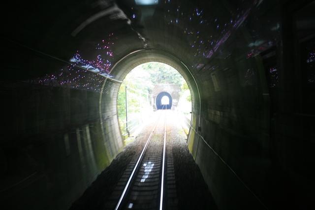 IMG_322海部駅〜宍喰駅間(阿佐海岸鉄道)は短いトンネルが連続3.JPG