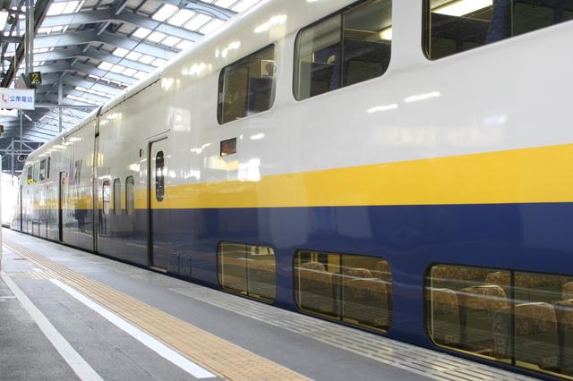 IMG_345東京〜新潟間を結ぶ上越新幹線のMAXときは全車両二階建て4.JPG