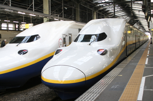 IMG_3498新潟駅に停車する上越新幹線MAXとき.JPG