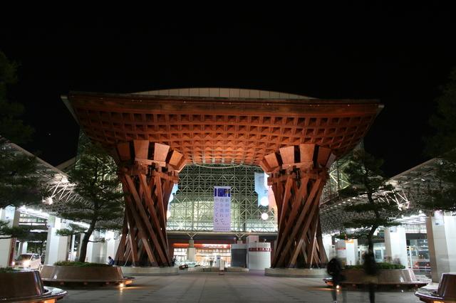 IMG_北陸新幹線の終点であり、快速あいの風ライナーが発着する 金沢駅