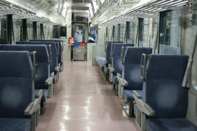 IMG_372JR米阪線普通列車の座席4.JPG