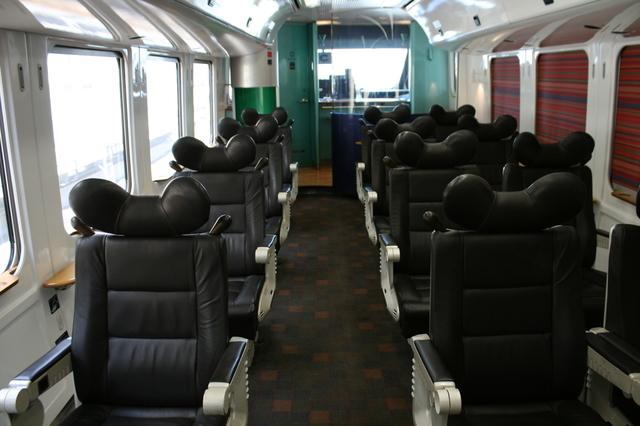 IMG_405全席本革張りのJR九州の特急青いソニック883系グリーン車8.JPG