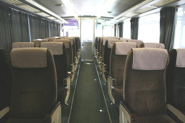 IMG_4117JR九州(九州旅客鉄道)の特急にちりんシーガイア号(783系)の座席.JPG
