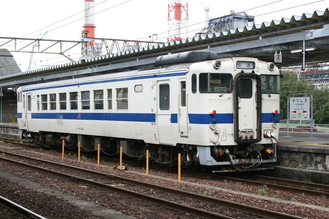 IMG_4271八代駅に停車するJR九州の普通列車.JPG