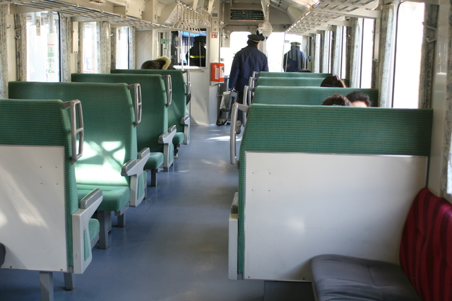 IMG_433JR大船渡線普通列車のシート1.JPG