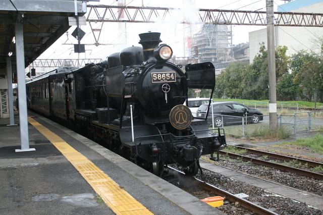 IMG_4353熊本〜人吉間を結ぶJR九州の蒸気機関車「SL人吉」.JPG
