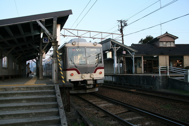 IMG_4613富山地鉄(富山地方鉄道)の寺田駅に停車する宇奈月温泉行き普通列車.JPG