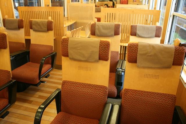 IMG_49JR九州の「特急はやとの風」の座席42.JPG