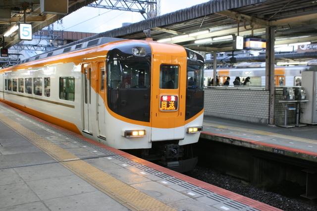 IMG_50新塗装化されリニューアルされた近鉄汎用特急車92.JPG