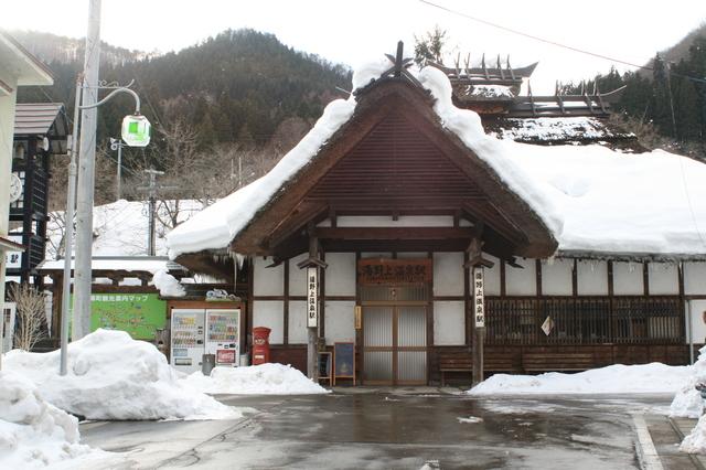 IMG_50会津鉄道の「湯野上温泉駅」。江戸時代の風情が感じされる92.JPG