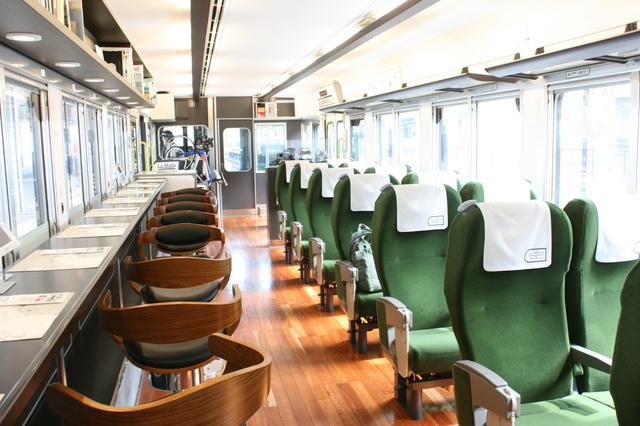 IMG_5219観光列車「ラマルドボア」の車内。2人掛けリクライニングシートとハイカウンター席が配置 座席配置.JPG