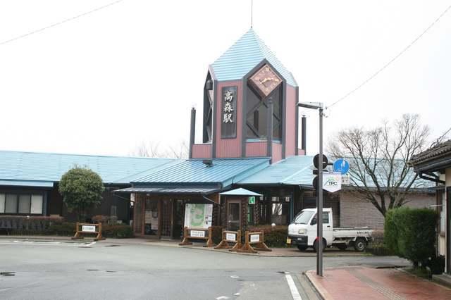 IMG_56南阿蘇鉄道の終点、高森駅の駅舎。駅構内には土産コーナーや資料室もあり14-min.JPG
