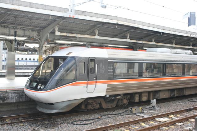 IMG_566名古屋〜松本・長野間を結ぶ特急ワイドビューしなの号9.JPG