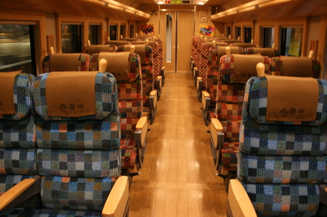 IMG_5723特急「まいづる」「丹後の海車両」の普通車指定席座席.JPG