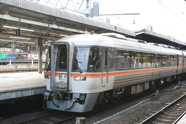 IMG_575名古屋駅に停車するJR東海の特急ワイドビュー南紀2.JPG