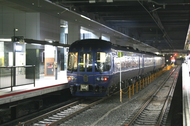 IMG_57JR特急「まいづる」にも使われている京都丹後鉄道の「丹後の海車両」98.JPG