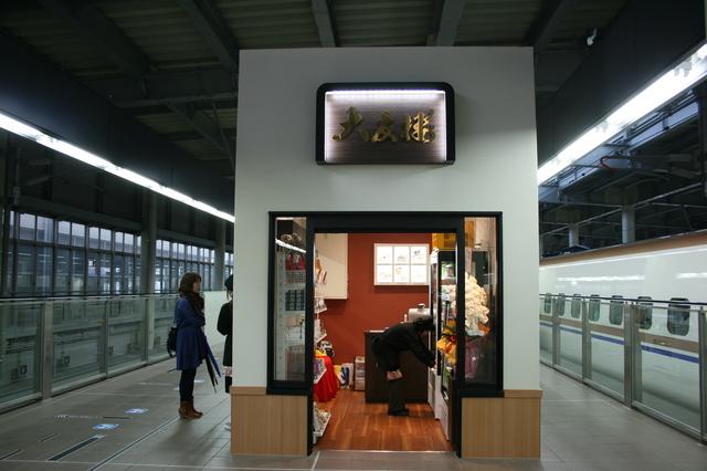 IMG_6332北陸新幹線のホーム.JPG