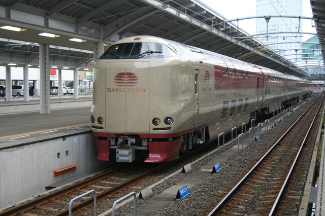 IMG_7021寝台特急列車サンライズ瀬戸・出雲号に使用される285系電車.JPG