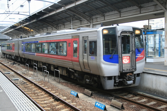 IMG_711N2000系気動車の特急うずしお号 jr四国4.JPG