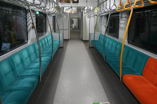 IMG_715快速エアポート(733系)普通車両の座席8.jpg