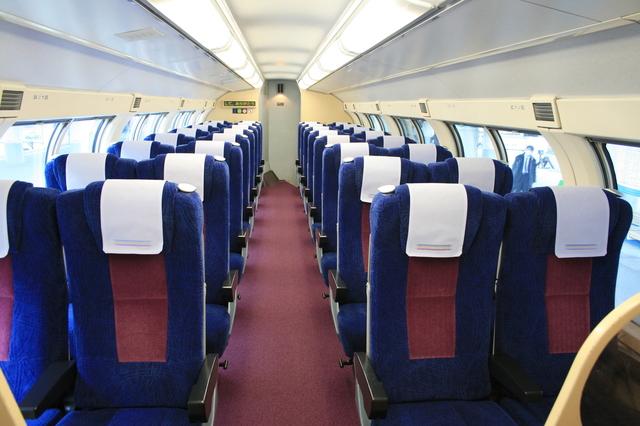 IMG_71JR瀬戸大橋線「快速マリンライナー」(グリーン席)の座席73.JPG