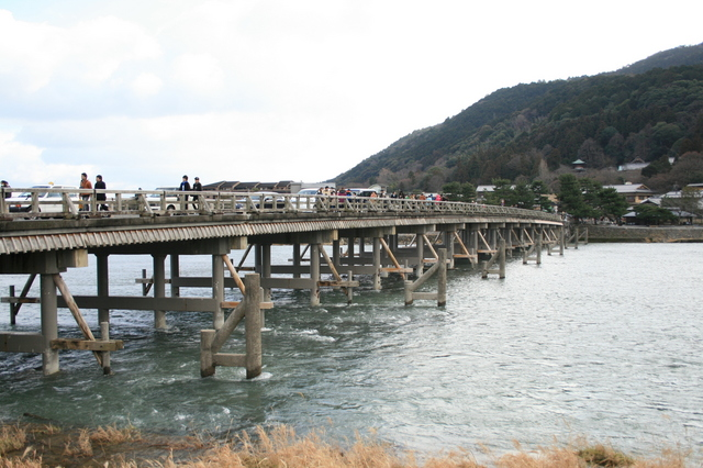 IMG_738嵐山のシンボル「渡月橋」亀山上皇が橋の名前を付けたのだとか。0.JPG