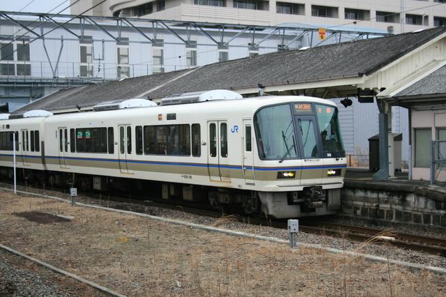 IMG_7510京都〜奈良を結ぶJR奈良線を走る快速列車「みやこ路快速」.JPG