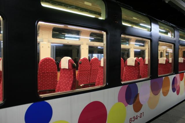 IMG_東武鉄道の臨時特急「スカイツリートレイン(展望列車634型電車)」の座席