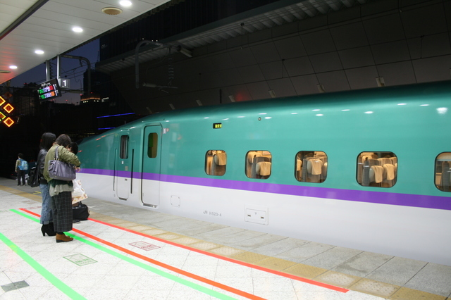 IMG_7977東京〜新函館北斗間を結ぶ北海道新幹線「はやぶさ」.JPG