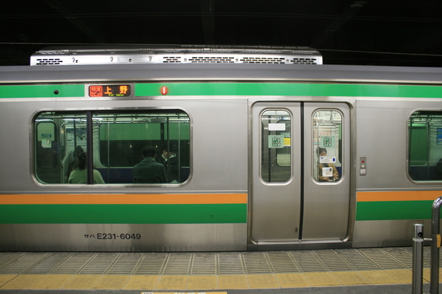 IMG_JR宇都宮線を走る「快速ラビット」の普通車車両