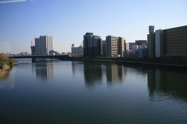 IMG_8263川崎駅の手前で多摩川を渡る.JPG