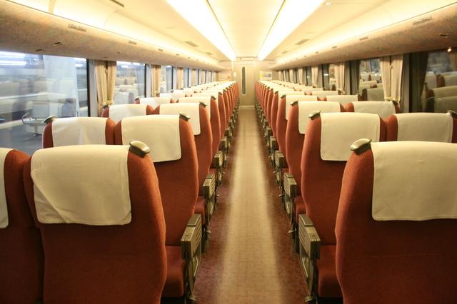 IMG_JR西日本289系特急こうのとり号 普通車(自由席/指定席)の座席(サーモンピンク)