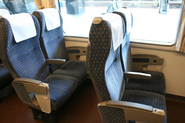 IMG_JR西日本の特急きのさき号(287系電車)の普通車自由席・指定席の座席
