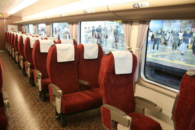 IMG_908JR特急はまかぜ号で使用される189系特急型気動車の座席7.JPG